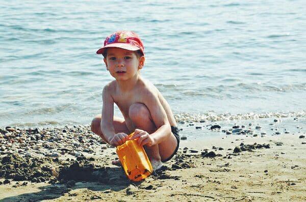 Что взять с ребенком на пляж