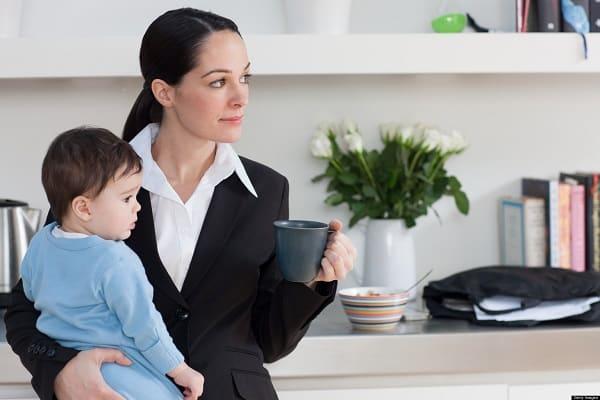 Сохраняется ли пособие по уходу за ребенком если мама вышла на работу