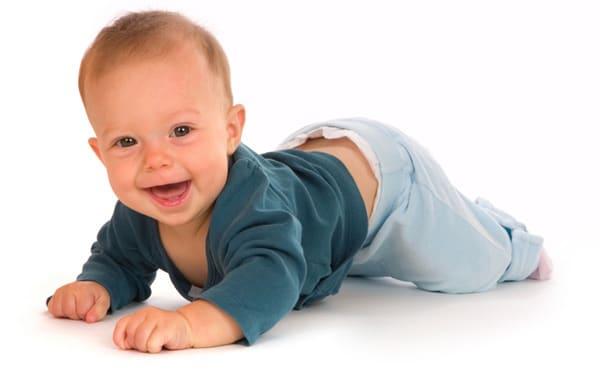 Когда ребёнок начинает ползать по-пластунски, на четвереньках. Во сколько месяцев дети начинают ползать на животе