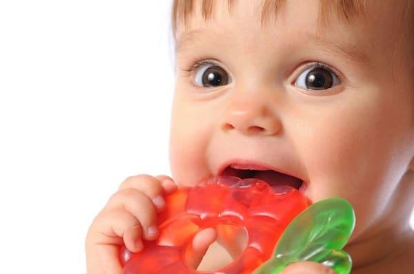 Как помочь ребенку при прорезывании зубов. Чем помочь ребенку когда режутся зубки