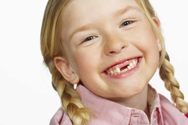 У ребенка зуб шатается