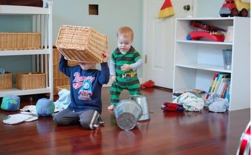 как приучить ребенка убирать за собой игрушки
