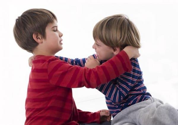 Что делать, если ребенок дерется, кусается в детском садике: практические наставления, советы психолога