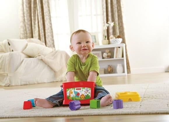 Чем занять ребенка в 1 год, если дома куча-мала дел?