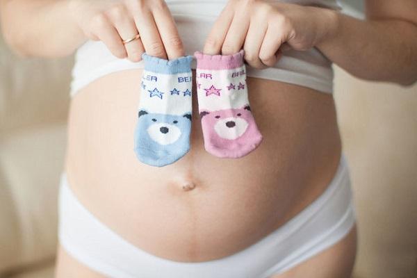 Полоска на животе при беременности: почему и когда появляется, что означает