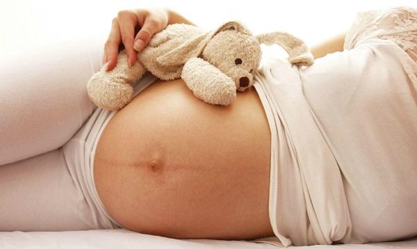 почему появляется полоска на животе при беременности